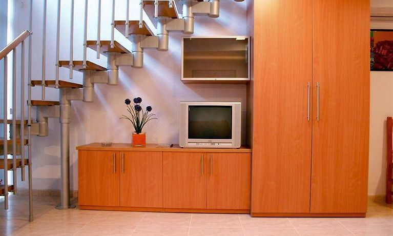 ENGINY APARTAMENTS HOTEL, FIGUERES | Book Hotel in Figueres